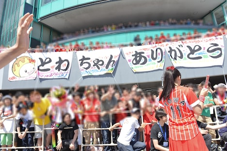 会場には大きな横断幕が掲げられた。