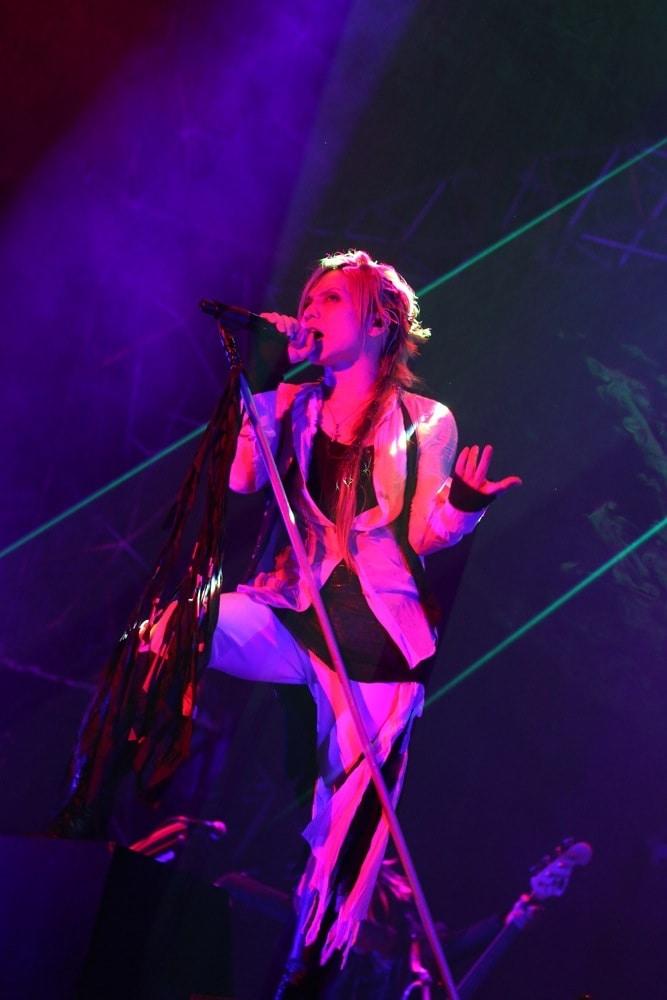 "Acid Black Cherry、日本を笑顔にした""Shangri-la""完結 - 音楽ナタリー"
