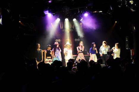 キーシャ・コール「Love」を歌唱する「AFTER SCHOOL SWAG vol.1」出演者。