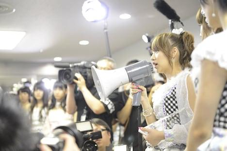 映画「DOCUMENTARY of AKB48 The time has come 少女たちは、今、その背中に何を想う?」のワンシーン。 (c)2014「DOCUMENTARY of AKB48」製作委員会