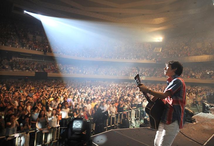 """昨日7月9日に行われた「SPITZ THE GREAT JAMBOREE 2014 """"FESTIVARENA""""」日本武道館公演の様子。(Photo by JUNJI NAITO)"""