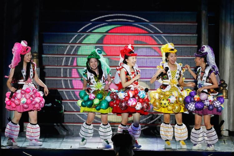 ももいろクローバーZ「ももクロ夏のバカ騒ぎ2014 日産スタジアム大会~桃神祭~」7月27日公演の様子。(Photo by HAJIME KAMIIISAKA+Z)