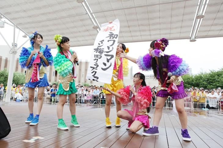 梅田CLUB QUATTRO公演サプライズ発表の様子。
