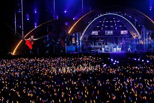 「NANA MIZUKI LIVE FLIGHT 2014」横浜スタジアム公演の様子。(撮影:上飯坂一)
