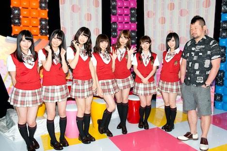 「NMB48山本彩のM-姉 ~ミュージックお姉さん~」にゲスト出演したNMB48メンバーとMCのケンドーコバヤシ。