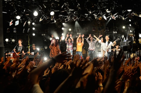 """「SPACE SHOWER TV """"LIVE with YOU"""" ~DREAMS COME TRUE~」の様子。(Photo by TEPPEI)"""