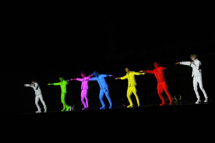 """超特急「""""BULLET TRAIN ONEMAN SHOW 2014"""" 真夏の全国Zepp TOUR~孤高の戦士達が力を解き放つ時 '感電注意報発令!' ~」8月29日のZepp Tokyo公演の様子。"""