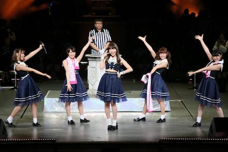 左から川後陽菜、永島聖羅、小嶋陽菜、斉藤優里、中田花奈。 (c)AKS