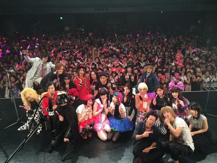 アンコールで出演者が集まったステージ。