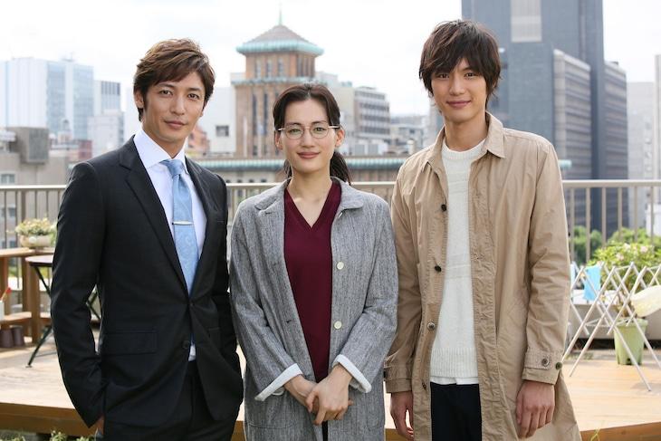 ドラマ「きょうは会社休みます。」に出演するキャスト。左から玉木宏、綾瀬はるか、福士蒼汰。(c)日本テレビ