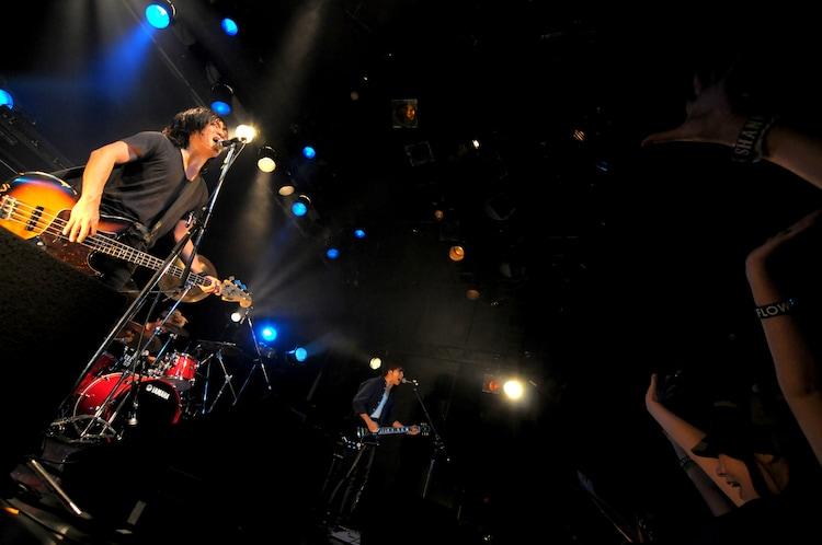 JELLYFiSH FLOWER'S「ジェリーフィッシュフラワーズIIリリースツアーファイナル」の様子。(撮影:半田安政[Showcase])