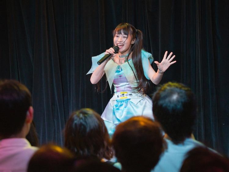 シークレットゲストとして登場したリナチックステイトによるライブの様子。(Photo by HORI)
