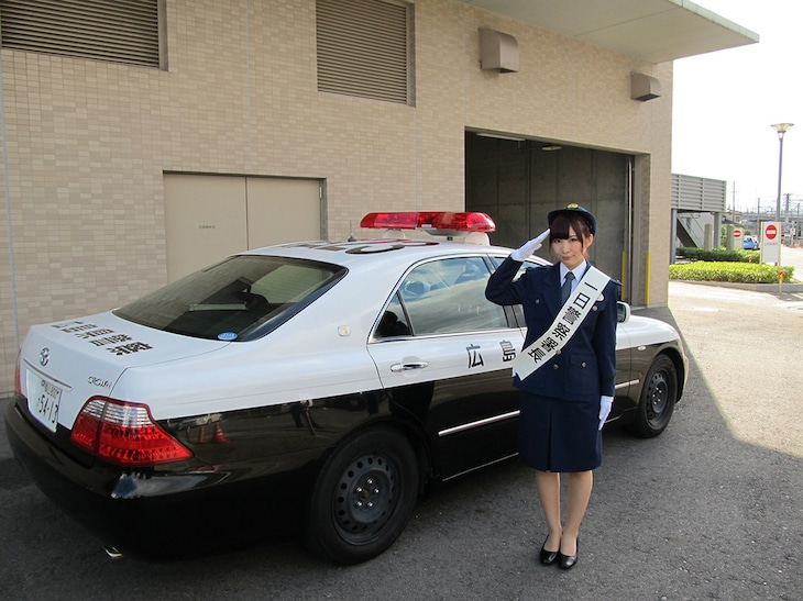 広島・福山西警察署の一日署長を務めた岩佐美咲。