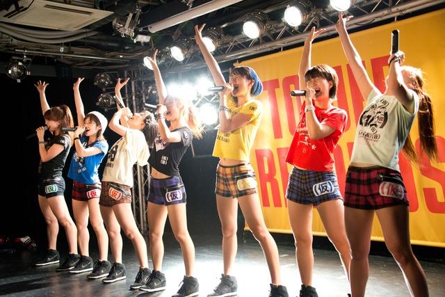 アップアップガールズ(仮)「勝負の11月4日に向けて…渋谷タワレコB1決戦」の様子。