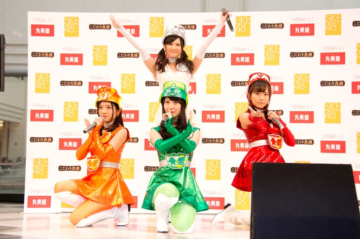 CM曲「愛のルール」を初披露する古川愛李、高柳明音、佐藤すみれ、大場美奈。