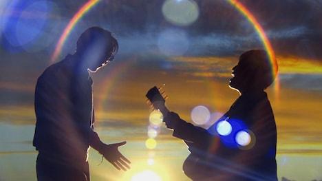 コブクロ「Twilight」ビデオクリップのワンシーン。