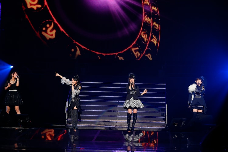 「Paradise Lost」を歌う井口裕香、今井麻美、内田真礼、南條愛乃。