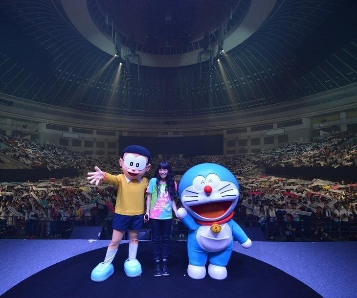 "「miwa -39 live ARENA tour-""miwanissimo2014""」12月10日の愛知・日本ガイシホール公演の様子。"