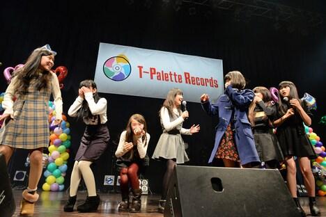 写真は昨年12月13日に行われたライブイベント「T-Palette感謝祭 2014」の様子。レーベル加入をサプライズ発表で知りてんやわんやのアイドルネッサンス。