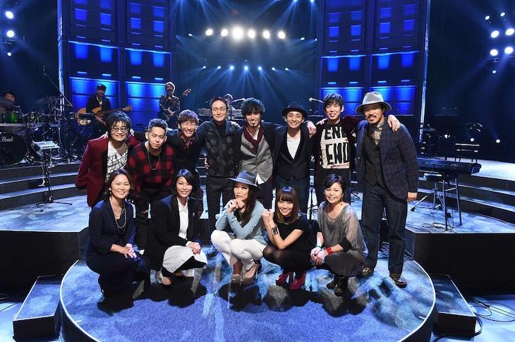 小田和正(上段左から4番目)と「クリスマスの約束 2014」に出演のゲスト10組。(c)TBS