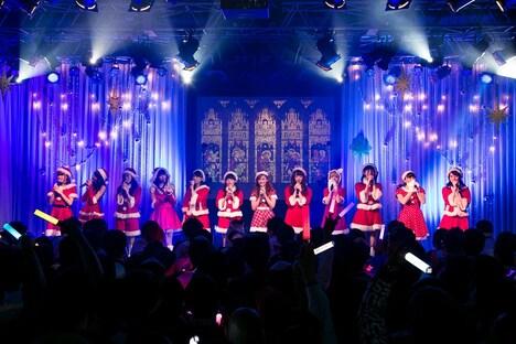 どる☆NEOによるライブの様子。