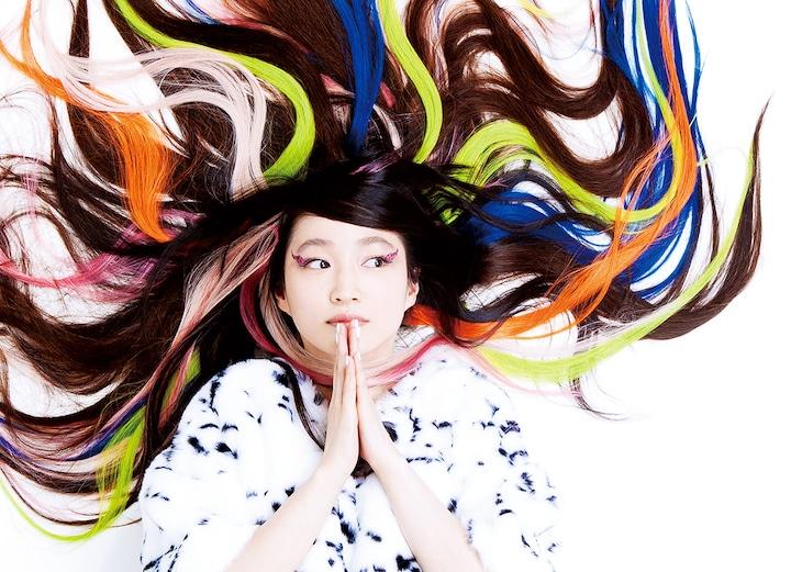 安藤裕子の最新アーティスト写真。