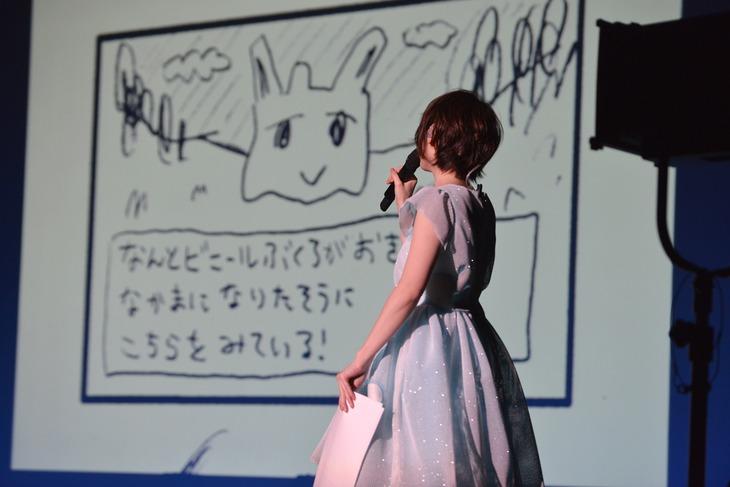 オリジナルアニメ「花太郎 in こきゅうとす」で即興アフレコに挑戦する花澤香菜。