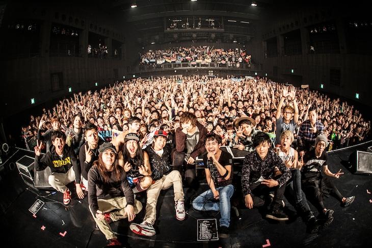「PUNISHER'S NIGHT 2015」Zepp Nagoya公演終演後に撮影した記念写真。(撮影:浮多月)