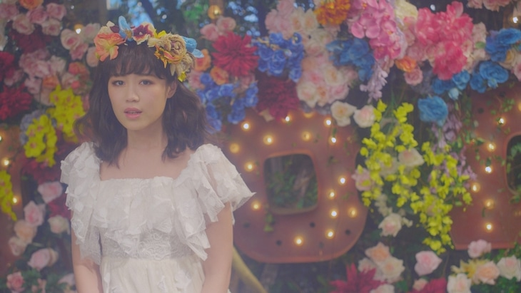 Flower「さよなら、アリス」のビデオクリップのワンシーン。
