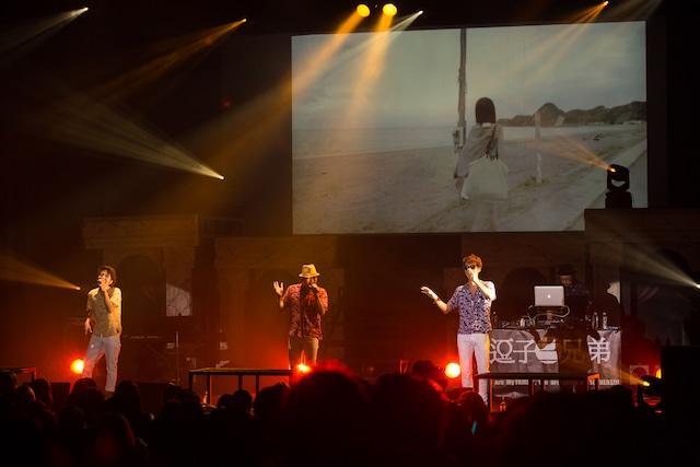 逗子三兄弟の東京・よみうりホール公演の様子。(Photo by Yoshifumi Shimizu)