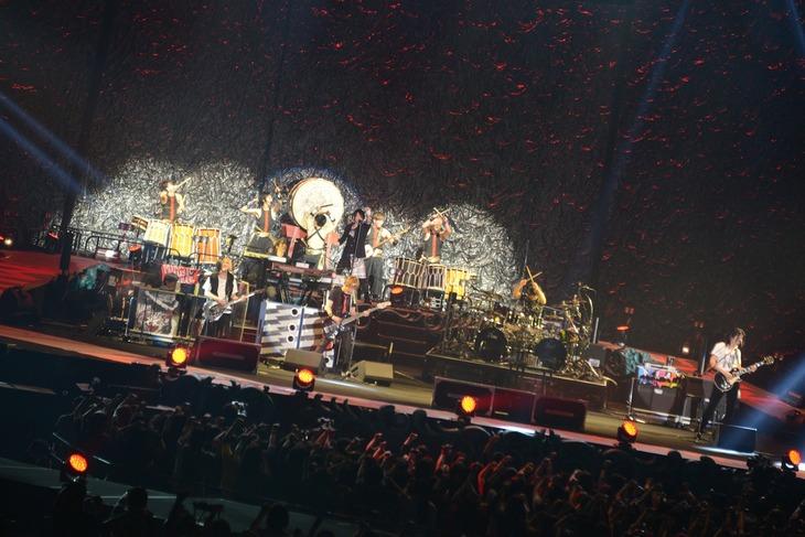 GLAY「GLAY ARENA TOUR 2014-2015 Miracle Music Hunt」宮城・セキスイハイムスーパーアリーナ公演の様子。