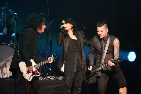 Sixx:A.M.とHYDEのセッションの様子。(撮影:今元秀明、岡田貴之)