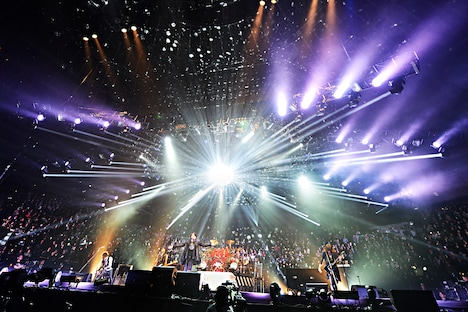 「LUNA SEA 25th ANNIVERSARY LIVE TOUR THE LUNATIC -A Liberated Will-」大阪城ホール公演の様子。