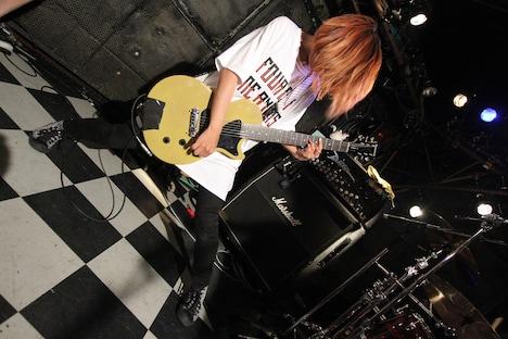 高橋智恵(Vo, G)(Photo by SARU[SARUYA AYUMI])