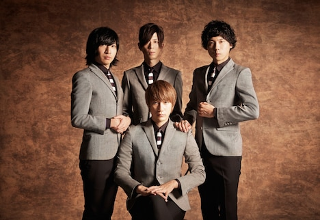 THE BAWDIES。下段中央がROY。