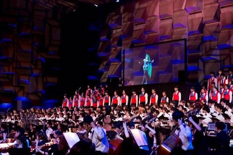 「イーハトーヴ交響曲」2014年の大阪公演の様子。