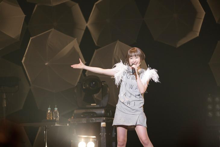 昨年12月に開催された「[OWARI WA HAJIMARI]」東京・赤坂BLITZ公演での武藤彩未。