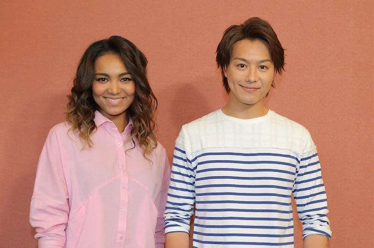 左よりCrystal Kay、TAKAHIRO。