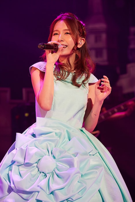「May J. Spring Tour 2015 ~ReBirthday~」初日公演の様子。