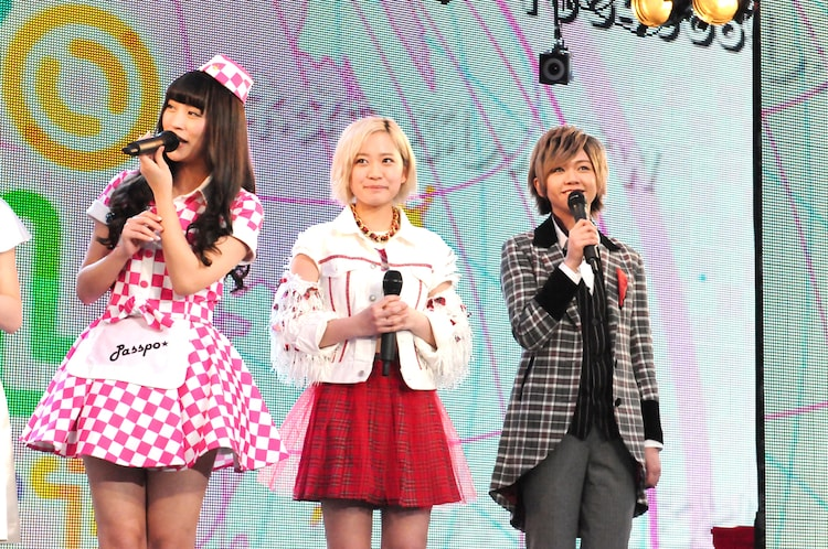 左から根岸愛(PASSPO☆)、林愛夏(ベイビーレイズJAPAN)、赤園虎次郎(風男塾)。