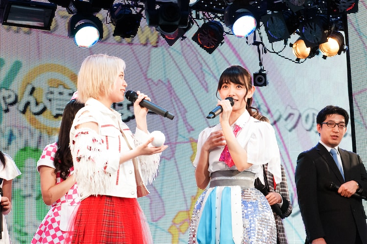 左から林愛夏(ベイビーレイズJAPAN)と外岡えりか(アイドリング!!!)。