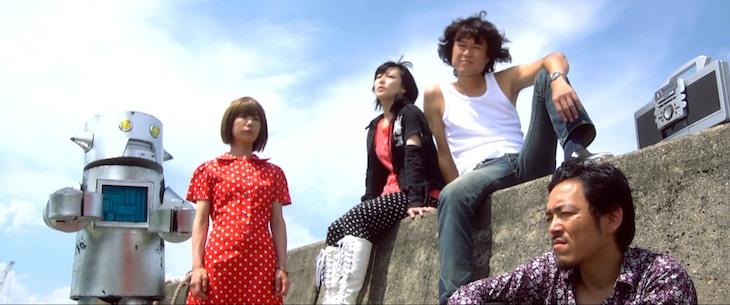 「乱死怒町より愛を吐いて」のワンシーン。(c)PUNK FILM