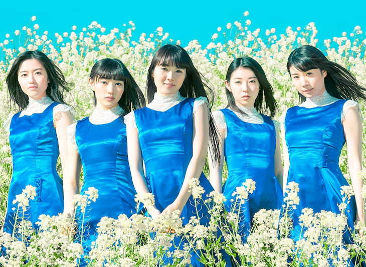 Dorothy Little Happy。左から早坂香美、富永美杜、高橋麻里、白戸佳奈、秋元瑠海。