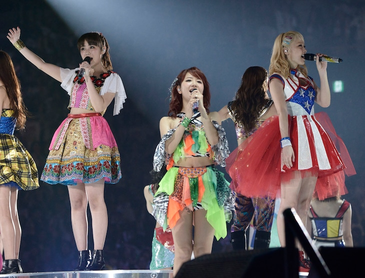 "E-girls「LIVE TOUR 2015 ""COLORFUL WORLD""」4月29日の埼玉・さいたまスーパーアリーナ公演の様子。"