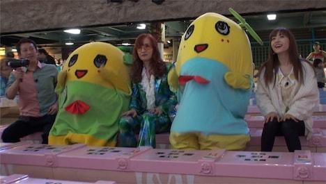 左から高橋茂雄、ふなごろー、高見沢俊彦、ふなっしー、神田沙也加。(c)日本テレビ