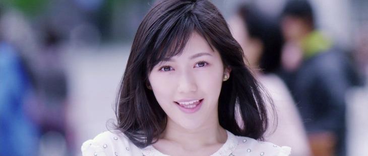 渡辺麻友「出逢いの続き」ミュージックビデオのワンシーン。