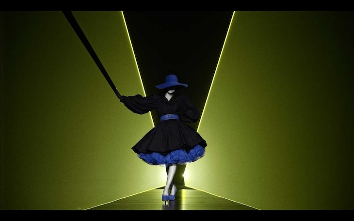 安室奈美恵「Fashionista」MVのワンシーン。