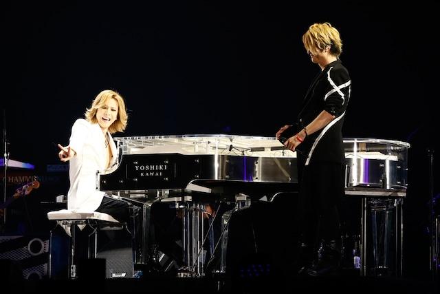 写真左より、YOSHIKI(X JAPAN)とTERU(GLAY)。(撮影:岡田裕介)