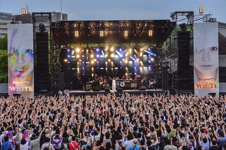 「Superfly『WHITE』リリース記念 Free Live」の様子。