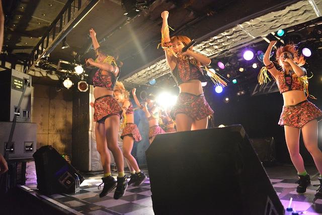 """「アップアップガールズ(仮)新宿LOFT""""ロックの日""""決戦」の様子。"""